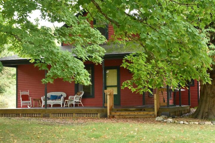 Frankfort Farmhouse, 9 lovely acres