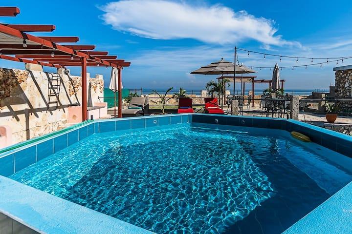 Ocean View Villa for rent in Havana with Pool.