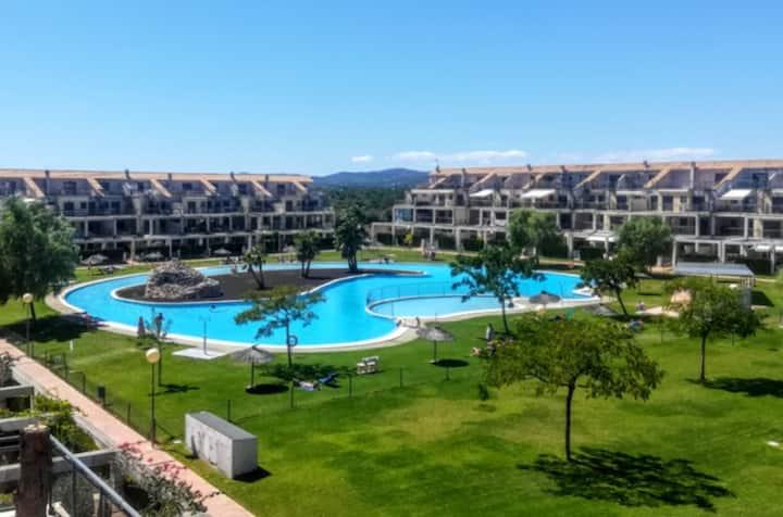 Resort Panoramica III Terrace, Pool & Sports!