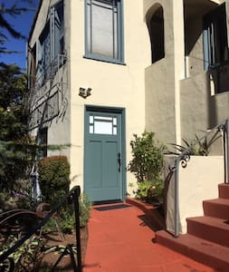 Cute studio in Upper Rockridge