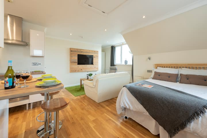 Studio Apartment nr Mawgan Porth -  perfect for 2!