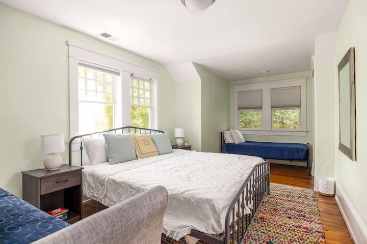 Second floor bedroom - king bed + 2 twins