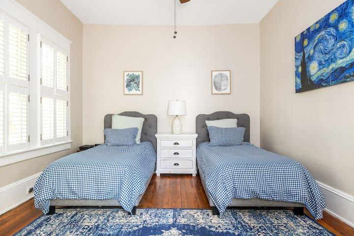 First floor bedroom - 2 twins