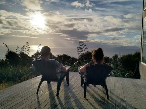XSPOT cliff top apartment, secluded 4WD location