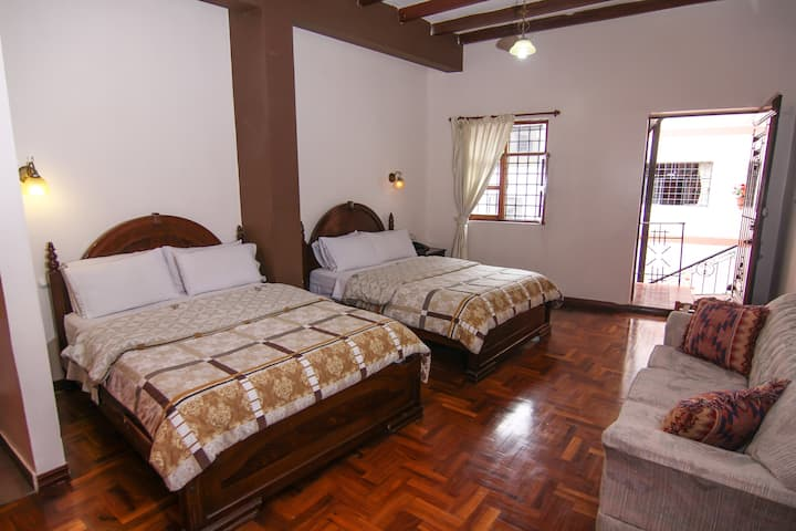 Great Family Room - Quito's Old Town