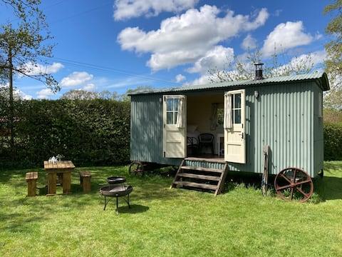 Shepherd's Hut, Logburner, Firepit- Rural Headcorn