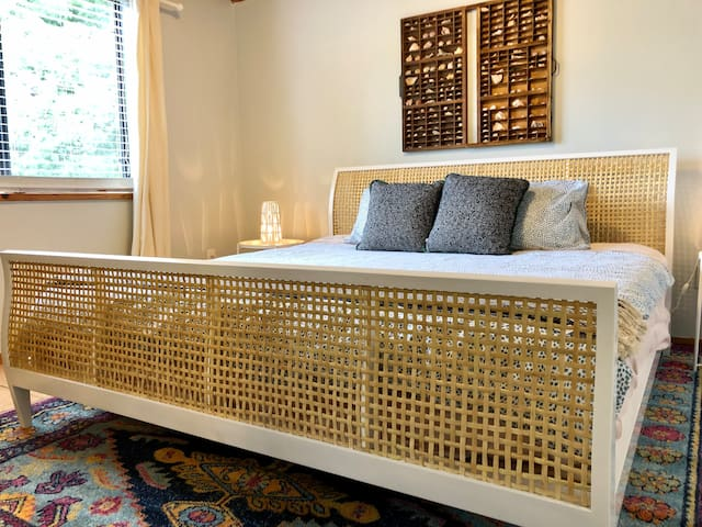 Sleep well after a day at the beach and night downtown in our king sized bed. Beachy boho decor throughout the apartment.