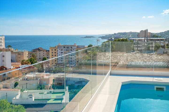 Town villa in Palma with seawiev and rooftop-pool