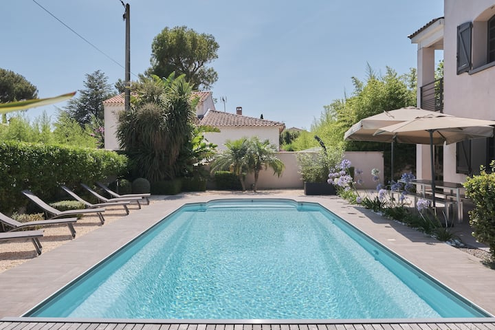 Beautiful Villa with heated pool 200m beach