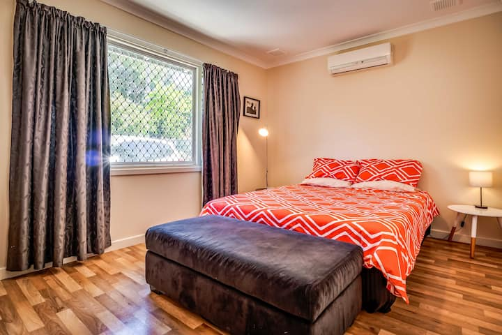 The Budget House 12km from Perth in leafy setting