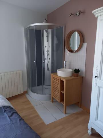 Salle de bain chambre zen, douche avec hydro jets