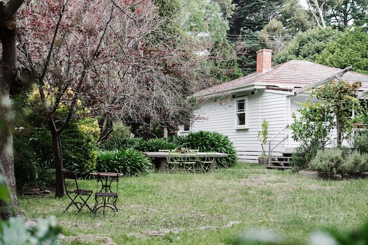Traditional 1930's cottage with mature garden