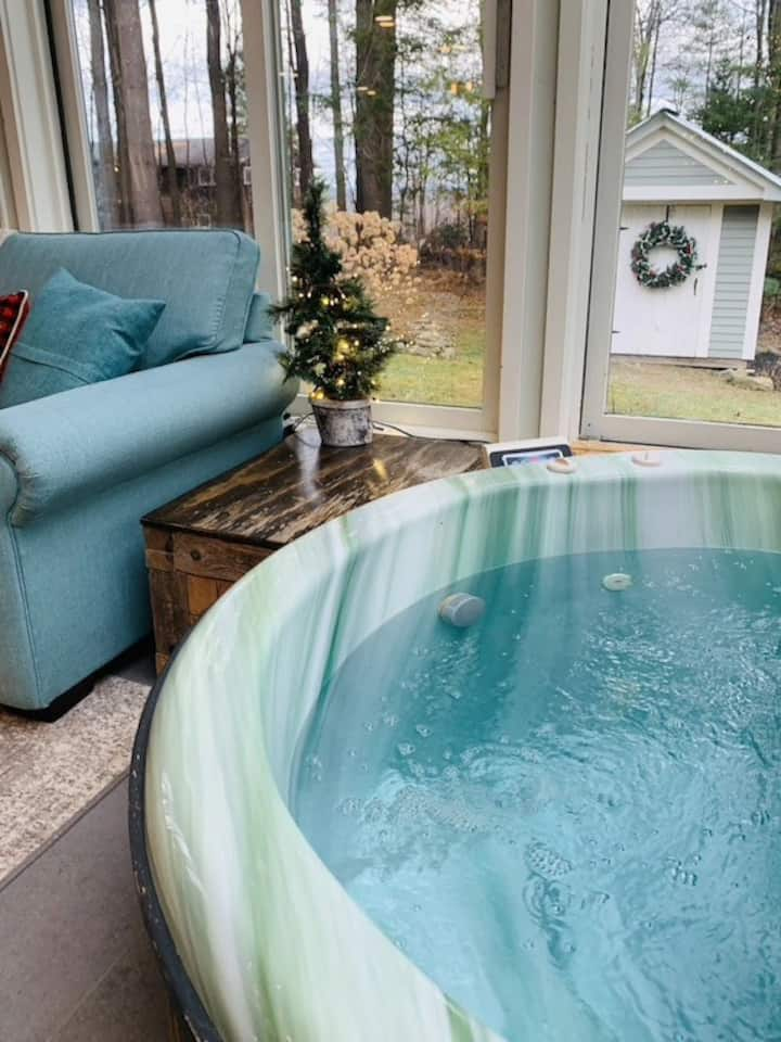 Indoor hot tub, 4 miles to Jay Peak Ski Resort