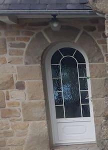 obstacle 1cm en contrebas de la porte