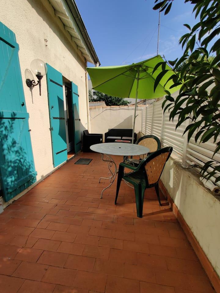 Maison avec terrasse, clim, parking,  2/6pers