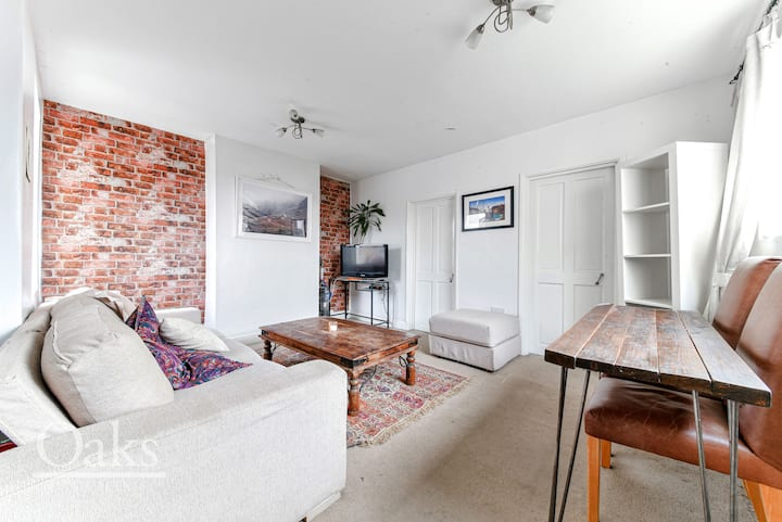 Quiet & Well Furnished 2 Bedroom Flat with Garden