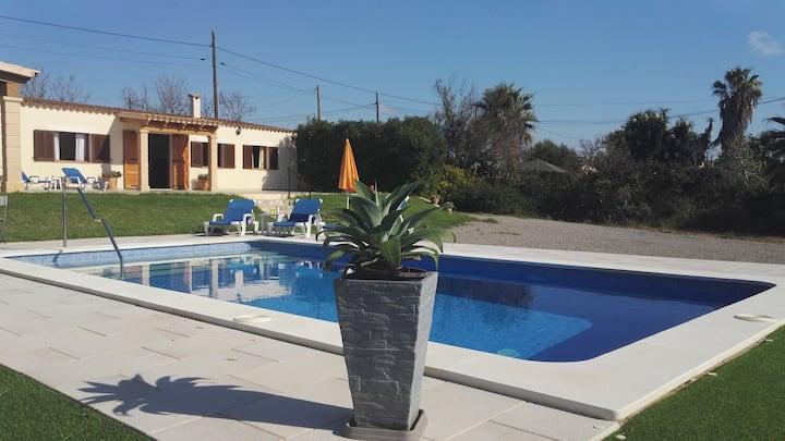Casa de campo con piscina ideal: Familias y Relax