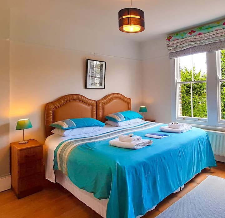 Muswell Hill Bed & Breakfast Double or Twin+Single