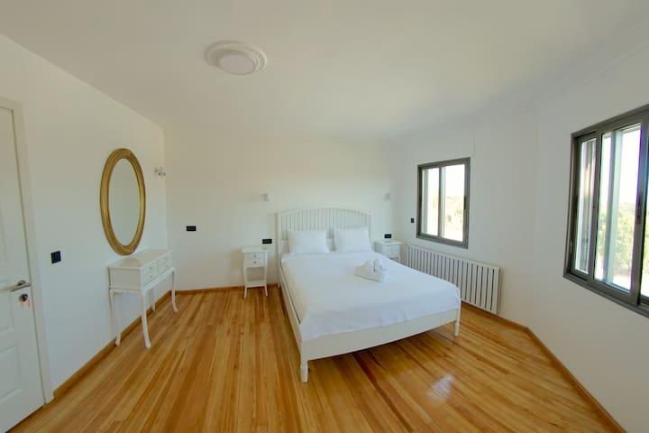 BEDROOM 7 / Chambre 7 / Schlafzimmer 7 / YATAK ODASI 7