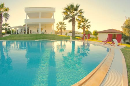 LUXURIOUS DELUXE VILLA with 7 bedrooms, pool, ...