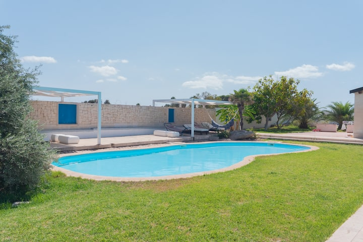 Borgo Le Tre Sorelle con piscina a 500 mt dal mare