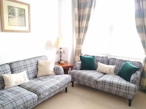 Lovely three bedroom flat in LONDON