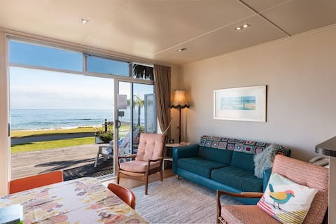 Pacific Blue - Beachfront  2 Bedroom  Luxury Bach