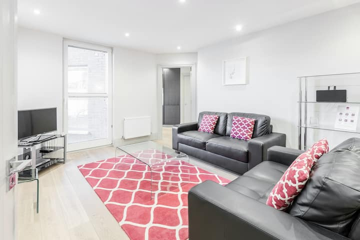 Two bedroom luxury serviced apartment in Richmond