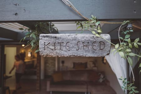 Waterfront Flinders Pde 'Kite Shed' 5* Rating