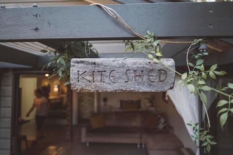 Waterfront Flinders Pde 'Kite Shed' 5* Rating