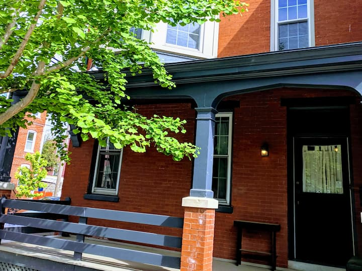 Chestnut Downtown Flat with Side Porch