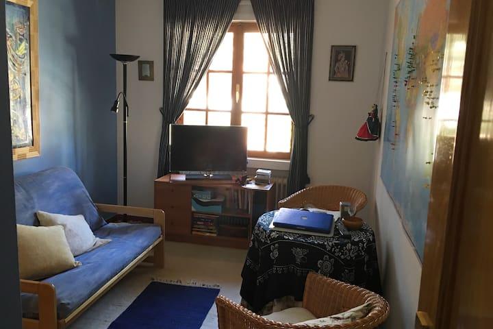 Futon with sleeping possibility Sofa cama Sitting room and 45* TV