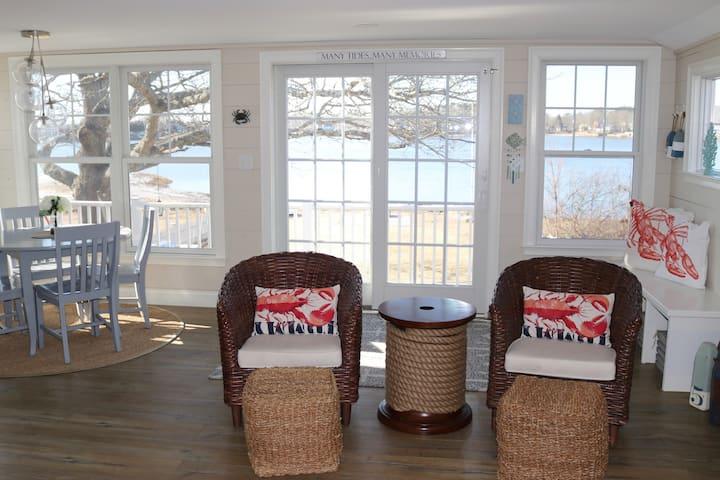 Quaint Oceanside Cottage
