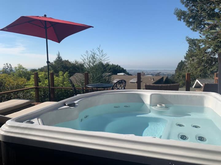 SF & Bay views, deck w/hot tub, luxurious studio