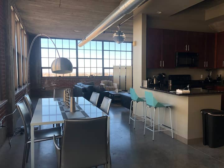 8th Floor Corner-Unit Downtown Loft