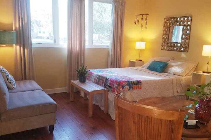 L'isa's Suite Serenity ~ no cleaning fee