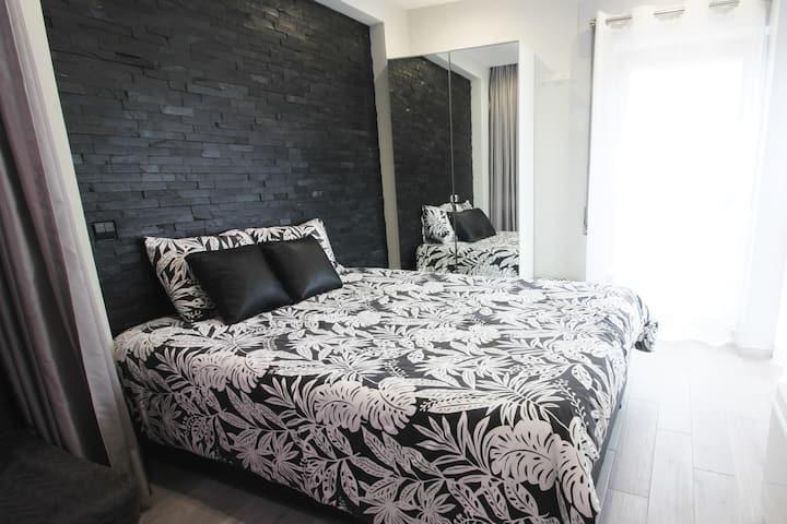 Apartment T0 - Black & White 1