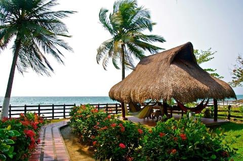 Надзвичайний будинок біля пляжу