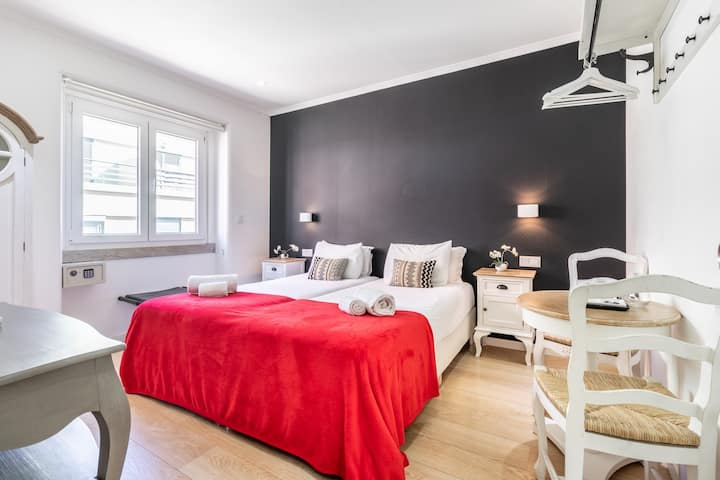 Great room with air-co, bathroom, rooftop terrace