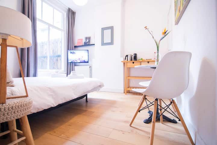 Master Bedroom on Canal of Amsterdam City Center