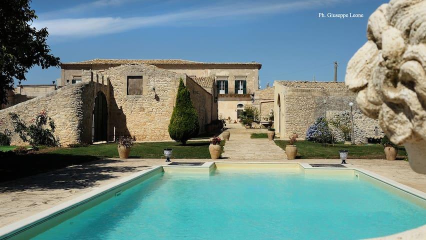 Villa Castiglione 1863, the real Sicilian holiday