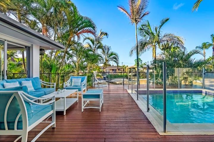 VOGUE HOLIDAY HOMES - MALIBU SHORES  (heated pool)