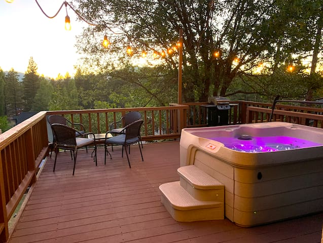 Hot Tub View-Walk to Lake & Village