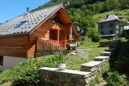 Chalet à  ORNON (23 km de L'Alpe d'Huez  ).