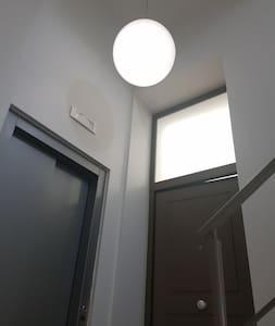 illuminazione del pianerottolo d'ingresso all'appartamento