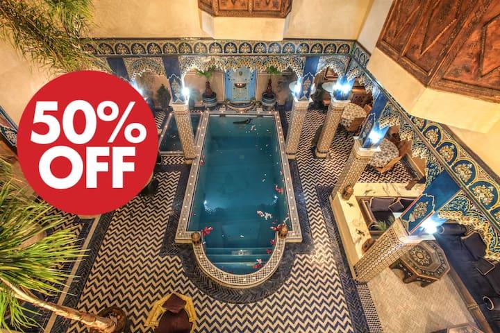 Double bed room blue Riad Puchka Marrakech Medina