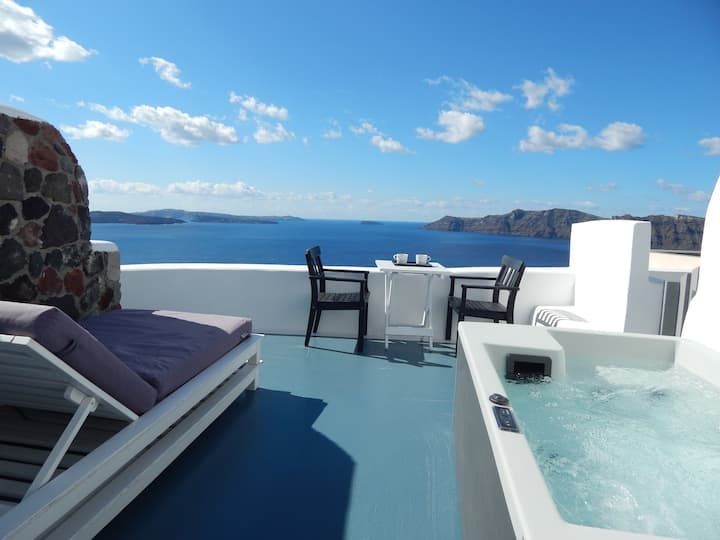 Aspa Caves apt with outdoor jacuzzi & caldera view