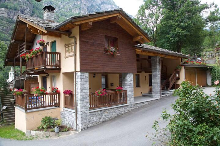 Issime - Valle di Gressoney appartamento bilocale