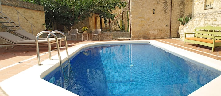"IRINI Traditional studio with pool – ""MOURIA"""