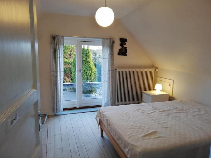 2 værelser i villa på 1. sal